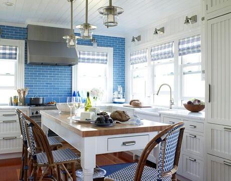 Біло-блакитна гамма кухні-їдальні - кухня в блакитному кольорі
