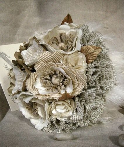 Квіти з тканини в букеті