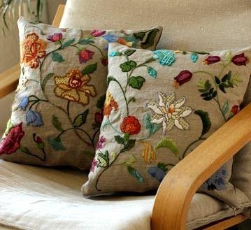 Декоративні подушки з вишивкою - красиві ідеї