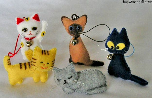 Котяче сімейство - брелоки з фетру з викрійкою